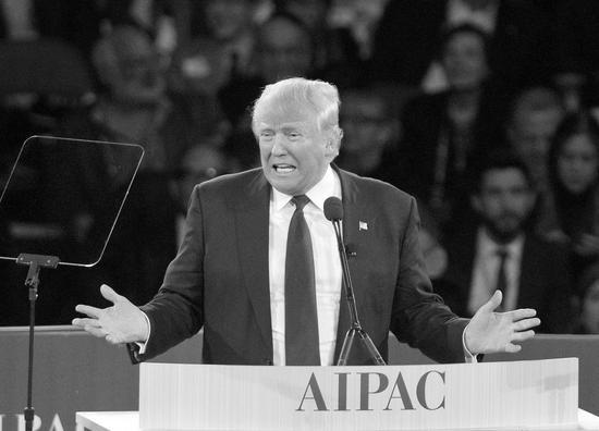 图片说明:去年,正在竞选总统的特朗普在美国最大的亲以游说组织AIPAC的年会讲话。