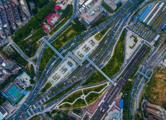 2017年7月26日,俯瞰经过改造后的原二线关――深圳梅林关。 东方IC 资料