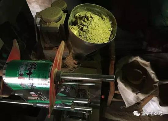 ▲2017年1月11日,独流镇七堡村一村民家中,生产假十三香的罐装机。 新京报记者 大路 摄