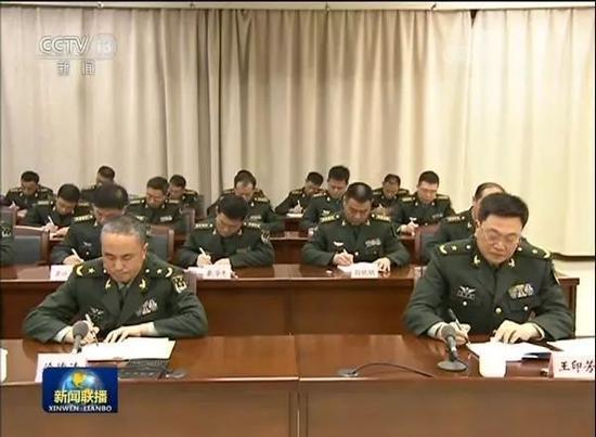 习主席视察第71集团军发表讲话,王印芳认真记录