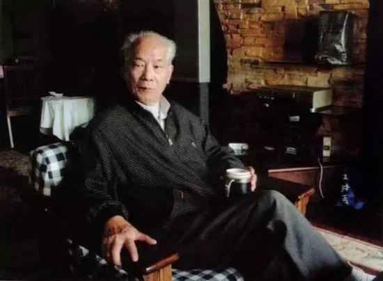 2008年北京大学考古文博学院教授、著名古文字学家高明先生在北大蓝旗营家中。