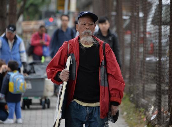 """古思尧答辩时均称""""我系故意侮辱国旗,我唔认罪""""。(图源:星岛日报网)"""