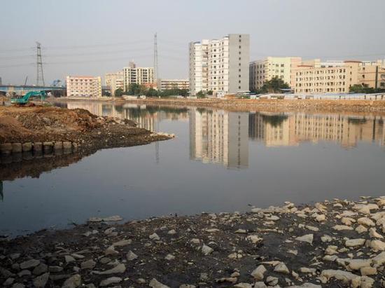 茅洲河东莞段,水污染综合整治工作正在进行。