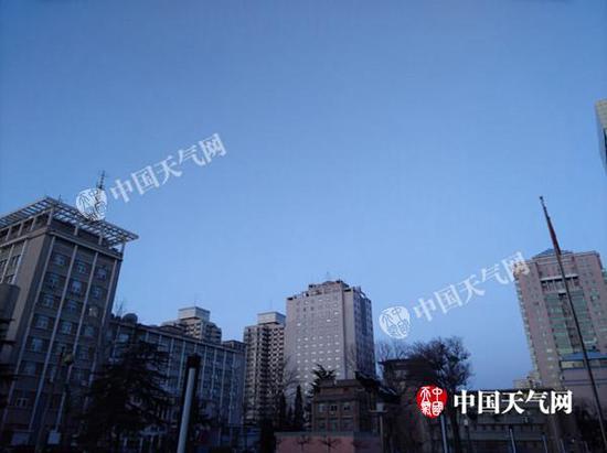 2月21日晨,北京天空晴朗。