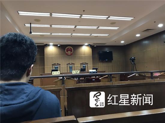 ▲朱晓东故意杀人案庭审现场。图片来源:红星新闻。