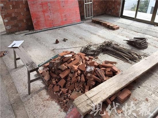 △家里堆积的砖头
