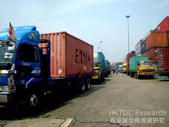 ▲缅甸的亚洲世界港口码头交通拥堵是常态。