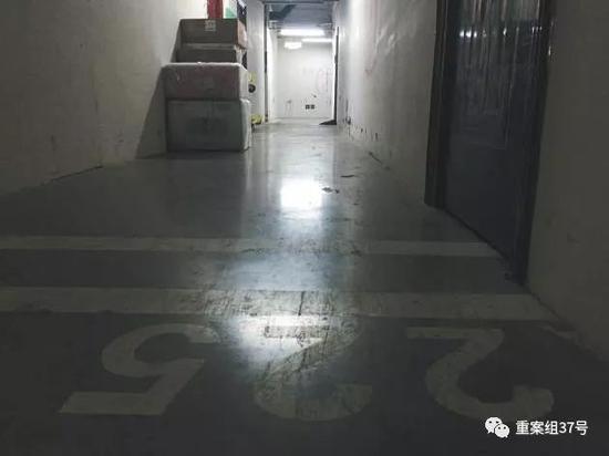 ▲11 月28 日,海淀区中关村广场公园地下停车场3层,在停车场隔出来的仓库。 新京报记者 大路 摄