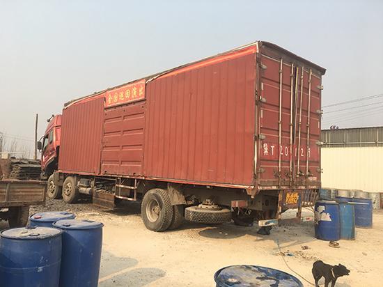 李荣庆的国豪马戏团巡回表演运输车