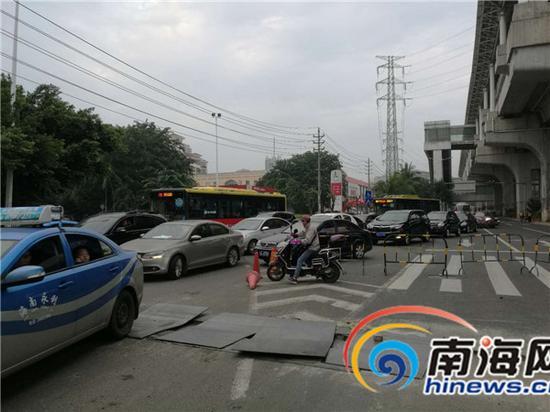 车辆通行严重受阻。