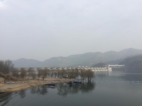 """佛子岭水库大坝被称为""""新中国第一坝"""" 吴燕芳 摄"""