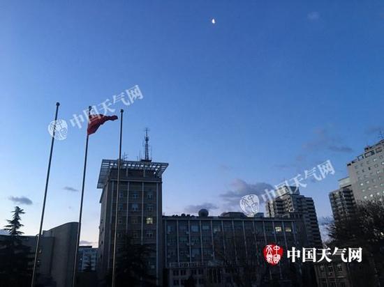 今天清晨,北京风力较小,白天将逐渐加强。