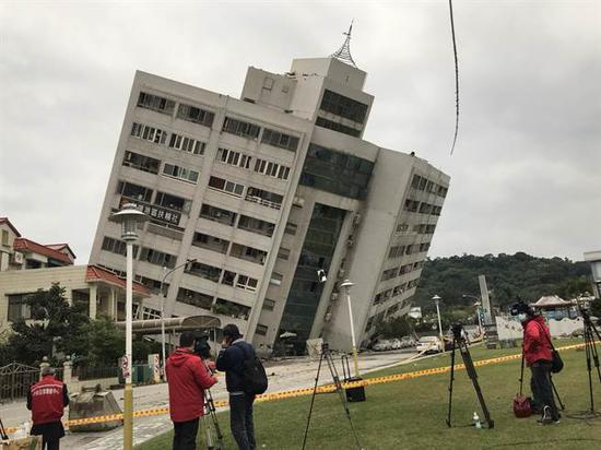 云门翠堤大楼倒塌又传火灾 搜救困难