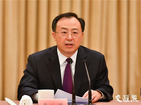 省委副书记、省长吴政隆主持座谈会。