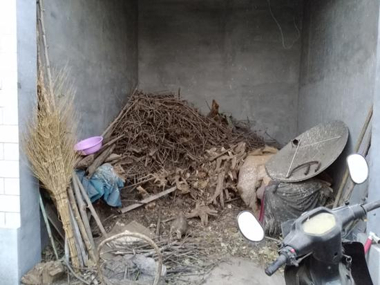 韩福家一直烧柴取暖。