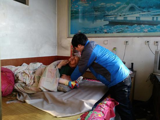 韩一亮与奶奶。