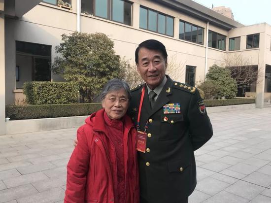 刘源和周总理、邓颖超秘书赵炜合影(刘烨 摄)