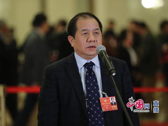 全国政协委员、上海交通大学校长林忠钦在回答记者提问。中国网 图