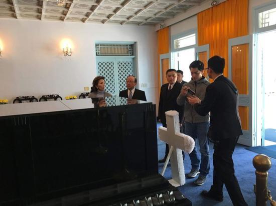 """国民党""""立委""""蒋万安(右二)昨天一早与家人亲赴桃园慈湖陵寝。(图片来源:蒋万安办公室)"""