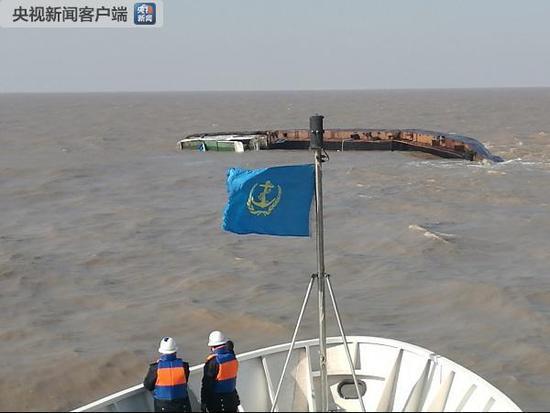 江苏燕尾港东海域一货轮沉没 3人获救3人失踪