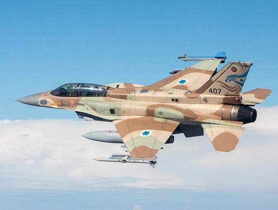 """F-16I""""风暴""""双座中型多用途战斗机可使用多种以色列国产弹药。"""