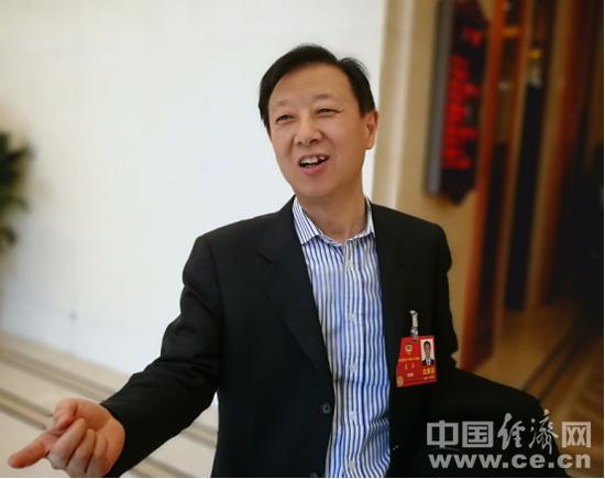 澳门赌博送彩金:证监会副主席遭围堵:记者追的不是我_是中国股市