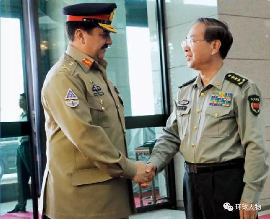 2016年5月17日,时任中央军委联合参谋部参谋长房峰辉在八一大楼与来访的巴基斯坦陆军参谋长拉希尔举行会谈。
