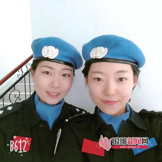 陈敏(左一)和队友张紫璇合影