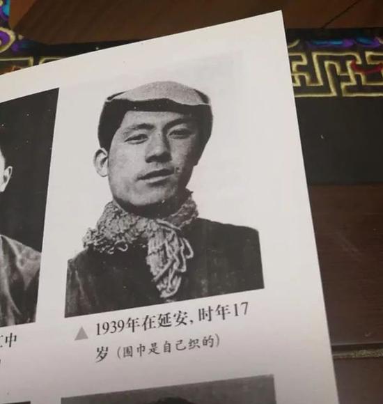 1939年,张沛在延安,时年17岁。(围巾是自己织的)