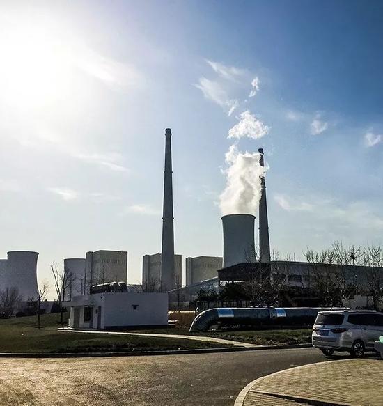 (2017年12月8日,北京紧急重启华能北京燃煤热电厂,在实现无煤发电半年多后,重新启用备用燃煤机组。摄影/《财经》记者 韩舒淋)