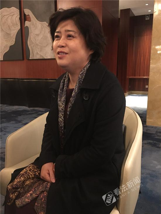 全国政协委员于欣伟特别关注与未成年人有关的社会话题。摄/法制晚报・看法新闻记者张蕊