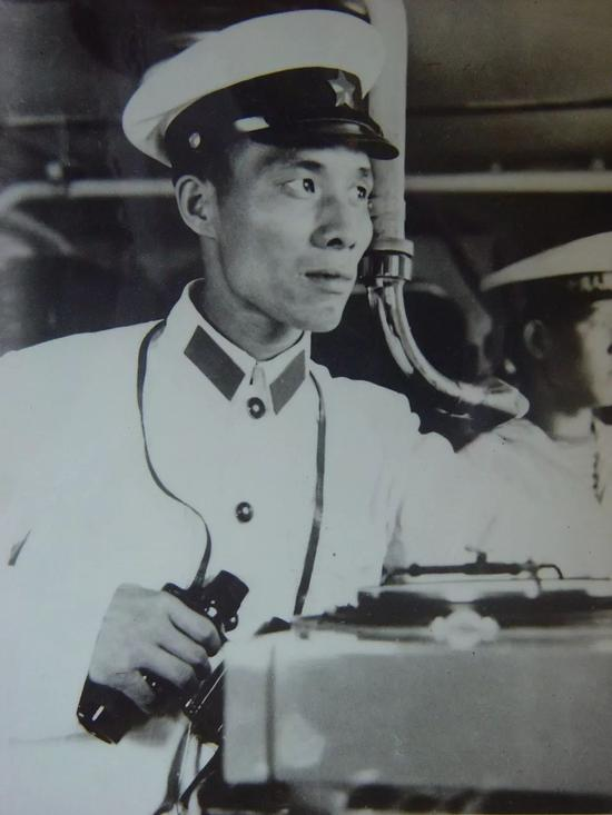 (389舰舰长肖德万)