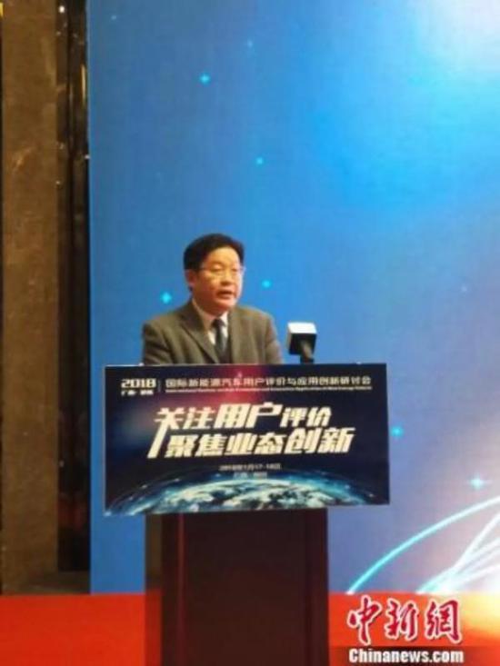 1月17日,2018国际新能源汽车用户评价与应用创新研讨会在柳州举行,旷青春在会上发言。