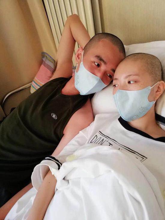 小伙在病房向白血病女友求婚:三生三世不离不弃