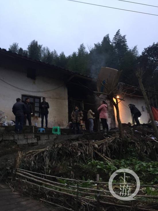失火的房子。