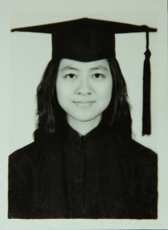 卢丽安大学毕业留影。澎湃新闻记者 张呈君 翻拍