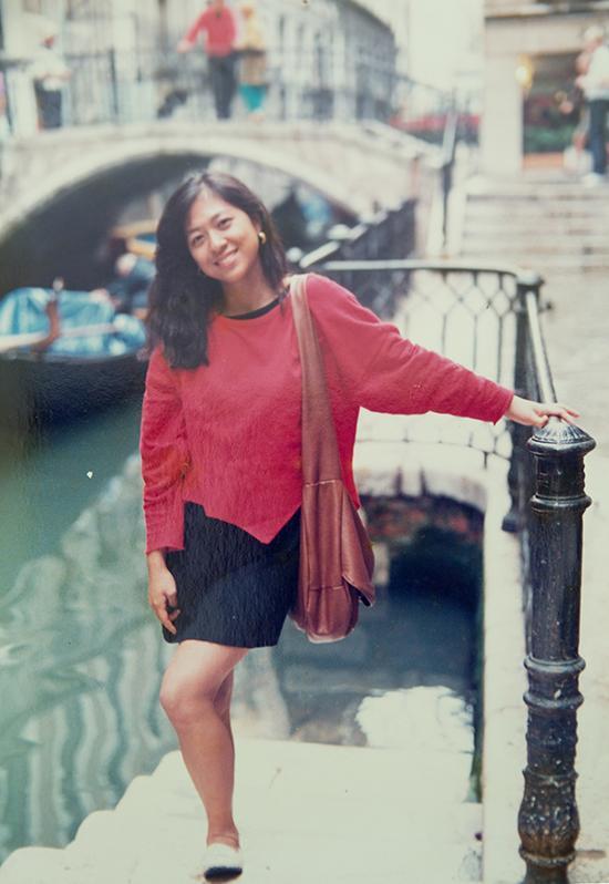 卢丽安早年在威尼斯留影。汹涌新闻记者 张呈君 翻拍