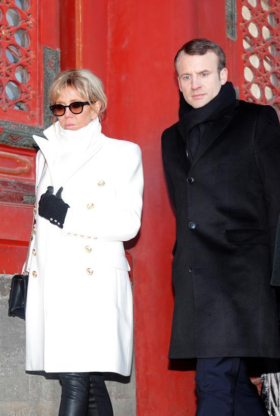 法国总统马克龙携夫人布丽吉特参观故宫。
