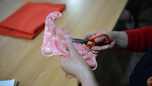 传承剪纸艺术之美 刻染剪间演绎初心