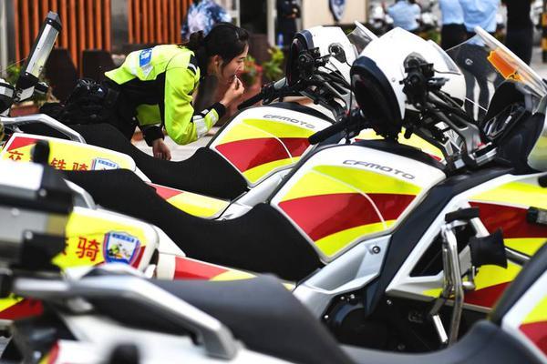 武汉东西湖区一小区6人确诊 1名官员封控不力被免