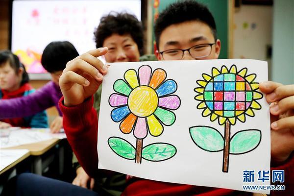 """中国大学MOOC: 原子在成键过程中,同一原子中能量 的几个原子轨道可以""""混合""""起来,重新组合成 更强的新的原子轨道,此过程叫原子轨道的 。"""