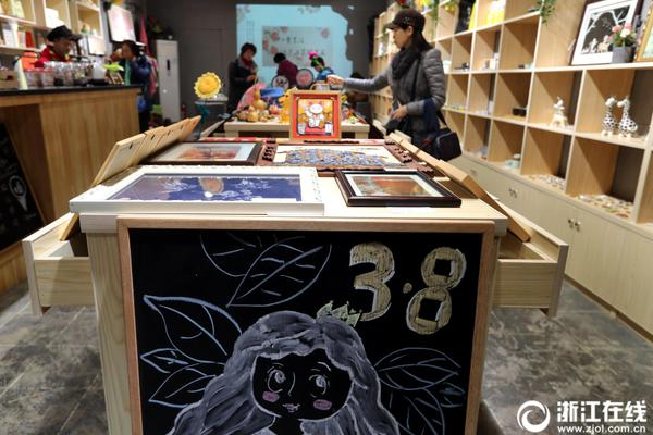 中国大学MOOC: 真正为沈从文赢得声誉的散文作品是《湘行散记》和《湘西》。