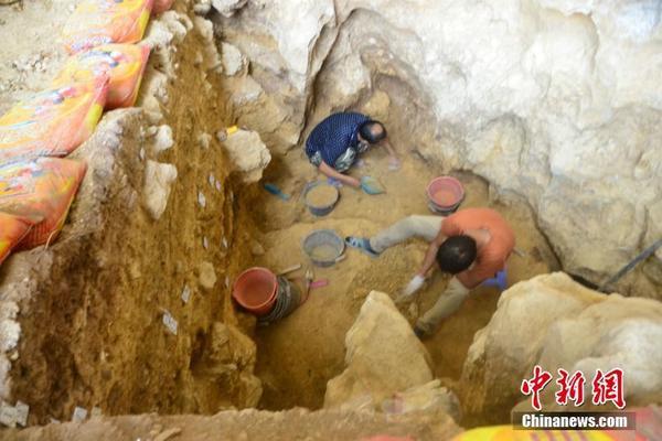 朱广权播报防疫顺口溜:红白喜事宜从简 人群聚集有风险