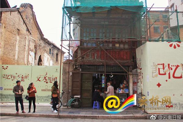 越狱失败!南通野生动物园小熊猫藏进大巴车被工作人员捉回