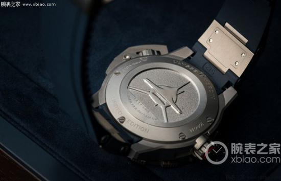 雅典表Diver 潜水系列 Deep  Dive 千米潜水腕表采用密底设计