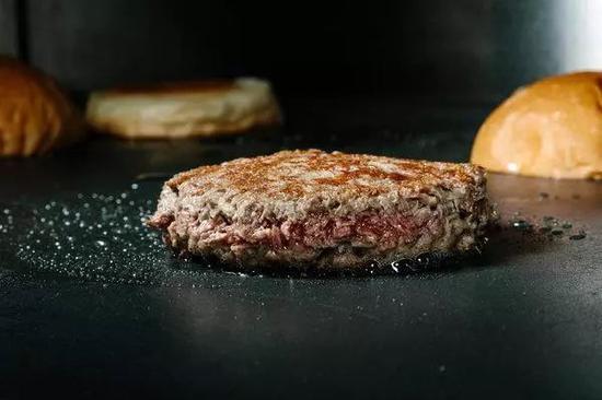这块如此能够以假乱真的'肉',到底是什么做的呢?