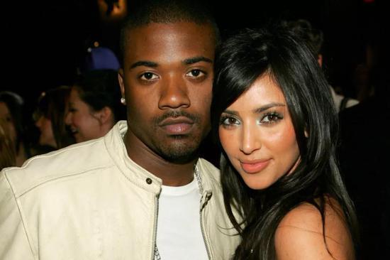 Ray J是让Kim Kardashian成名的一个男人,他是九十年代R&B天后Brandy的弟弟。