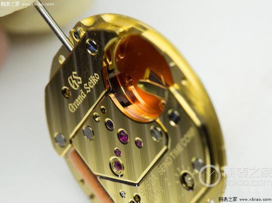 石英機芯(相對機械機芯而言,精準度和成本上都具有優勢)