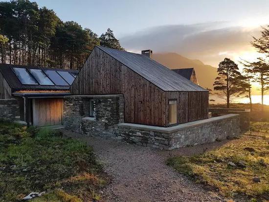 湖边小屋的外观