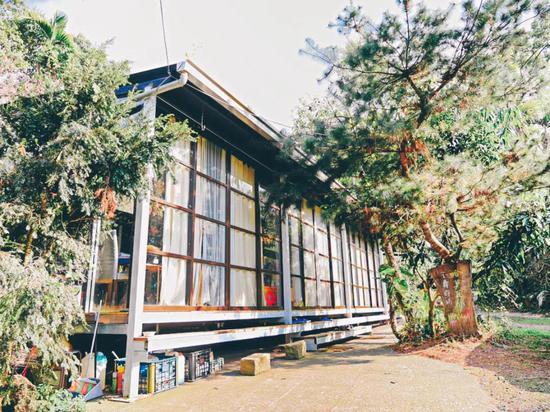 尝试过野营帐篷和露营车的体验,Hamoana 星空帐篷可以给你另一番新鲜风味。